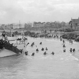Débarquement des soldats canadiens sur Juno Beach le 6 Juin 1944  à Bernières-sur-Mer, 75ème anniversaire cette année (commémorations, expositions, évenements, feux d'artifice... toute l'année) ! - Location de vacances - Bernières-sur-Mer