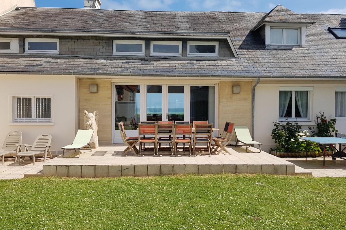 Façade de la villa côté jardin - Location de vacances - Luc-sur-Mer
