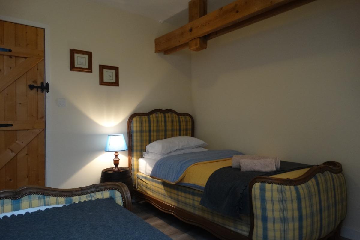 Chambre 2 - 2 lits simples - Location de vacances - Donnay