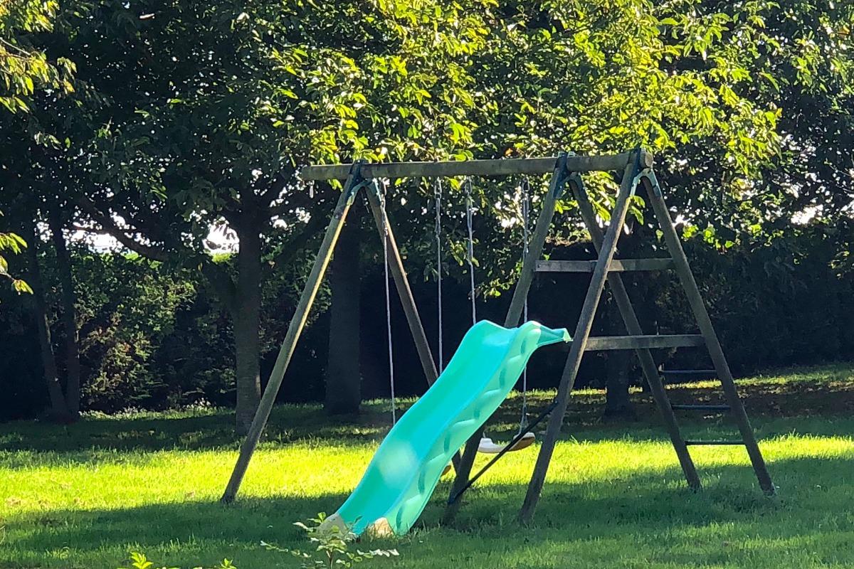 Portique sous surveillance des parents. - Location de vacances - Monceaux-en-Bessin