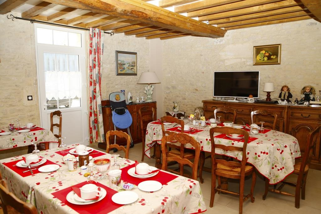 salle petit déjeuner - Chambre d'hôtes - Meuvaines