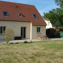 maison terrasse table - Location de vacances - Bayeux