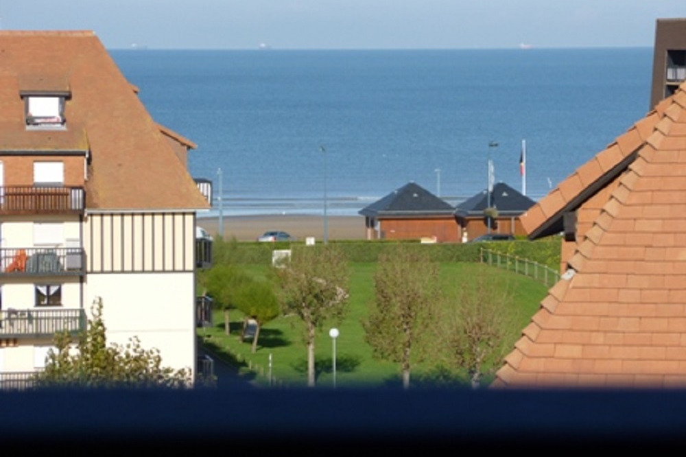 Vue face à la mer depuis l'intérieur de l'appartement + du balcon - Location de vacances - Villers-sur-Mer