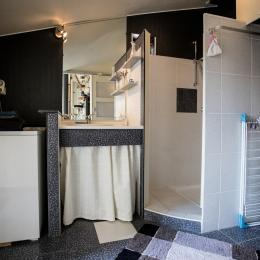 La salle de bain/WC en rez de chaussée - Chambre d'hôtes - Périers-sur-le-Dan