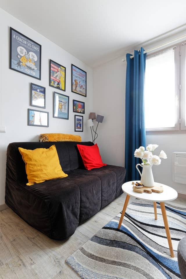 Le canapé se transforme en vrai lit avec son matelas épais pour recevoir une troisième personne - Location de vacances - Honfleur