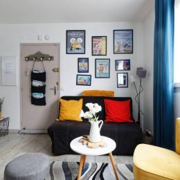 Voici votre salon ou vous pourrez vous reposez après votre découverte de notre jolie région - Location de vacances - Honfleur