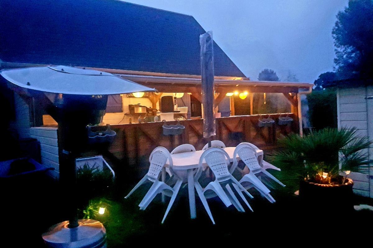 exterieur. belle terrasse de 17 m2 - Location de vacances - Saint-André-d'Hébertot