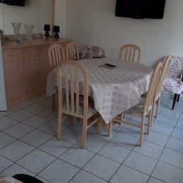 salle a manger avec tv et décodeur   - Location de vacances - Cabourg