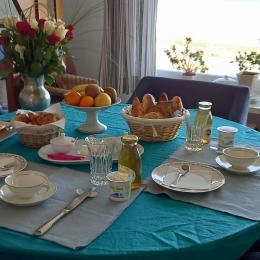 Petit-déjeuner à la française - Chambre d'hôtes - Colleville-Montgomery
