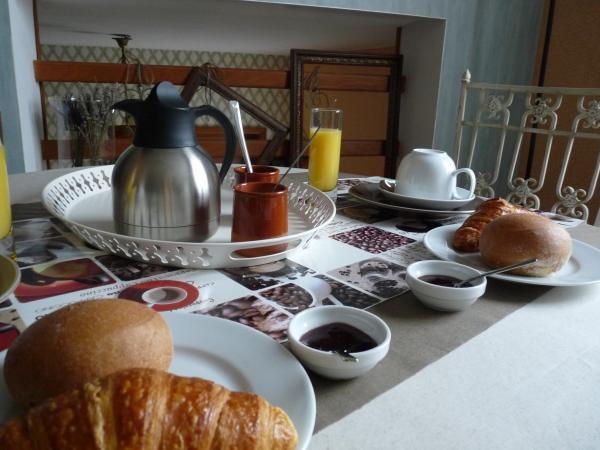 le petit déjeuner dans la mezzanine - Chambre d'hôte - Bayeux