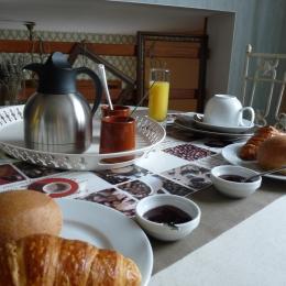 le petit déjeuner dans la mezzanine - Chambre d'hôtes - Bayeux