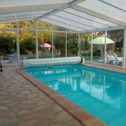 Vue d'ensemble autour de la piscine - Location de vacances - Osmanville