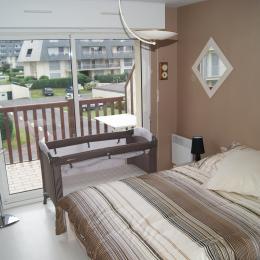 chambre avec lit 140 et lit bébé - Location de vacances - Houlgate