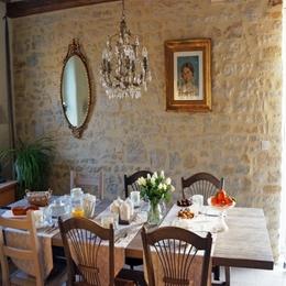 Table du petit déjeuner gourmand aux B&B les oiseaux de passage - Chambre d'hôtes - Isigny-sur-Mer