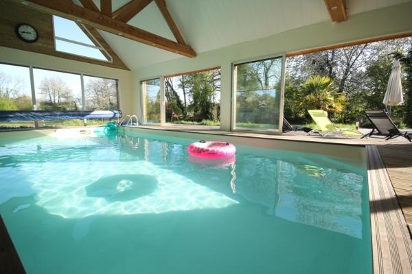Grande et belle maison avec piscine couverte dans les for Location maison avec piscine en normandie