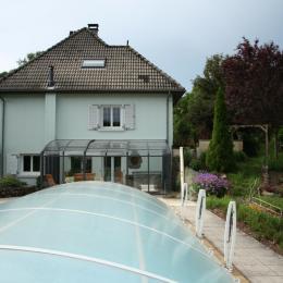 terrasse et piscine fermée - Chambre d'hôtes - Giou-de-Mamou