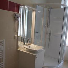 Mourjou, Chambres Clévacances, Salle d'eau privative avec WC - Chambre d'hôtes - Mourjou