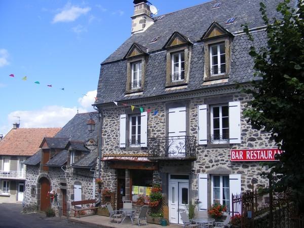- Chambre d'hôtes - Saint-Bonnet-de-Salers