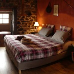 Chambre PMR 2 lits de 90 transformables en lit 180 - Chambre d'hôtes - Champs-sur-Tarentaine-Marchal