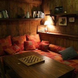L'espace lecture/jeux - Chambre d'hôtes - Champs-sur-Tarentaine-Marchal