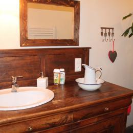 Votre salle d'eau privative avec toilettes et douche italienne - Chambre d'hôtes - Champs-sur-Tarentaine-Marchal