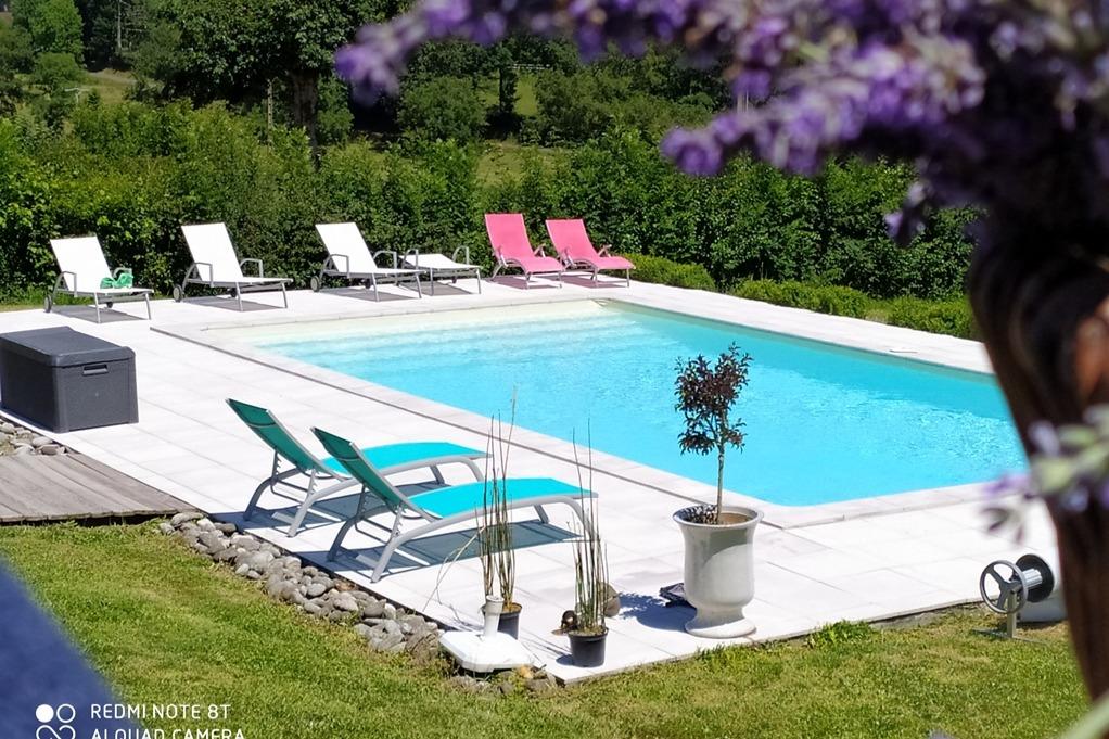 Piscine 5m x 10 m plages et bains de soleil - Location de vacances - Jussac