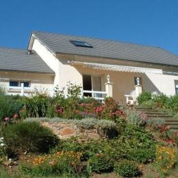 Maison, terrasse et jardin, plein sud - Location de vacances - Neuvéglise