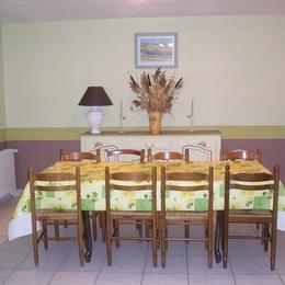 cuisine : lave vaisselle, micro ondes, four, plaque de cuisson, grille pain.... - Location de vacances - Neuvéglise
