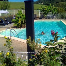 Piscine chauffée avec jolie vue panoramique - Location de vacances - Junhac