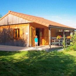 piscine, transat, douche solaire - Location de vacances - Junhac