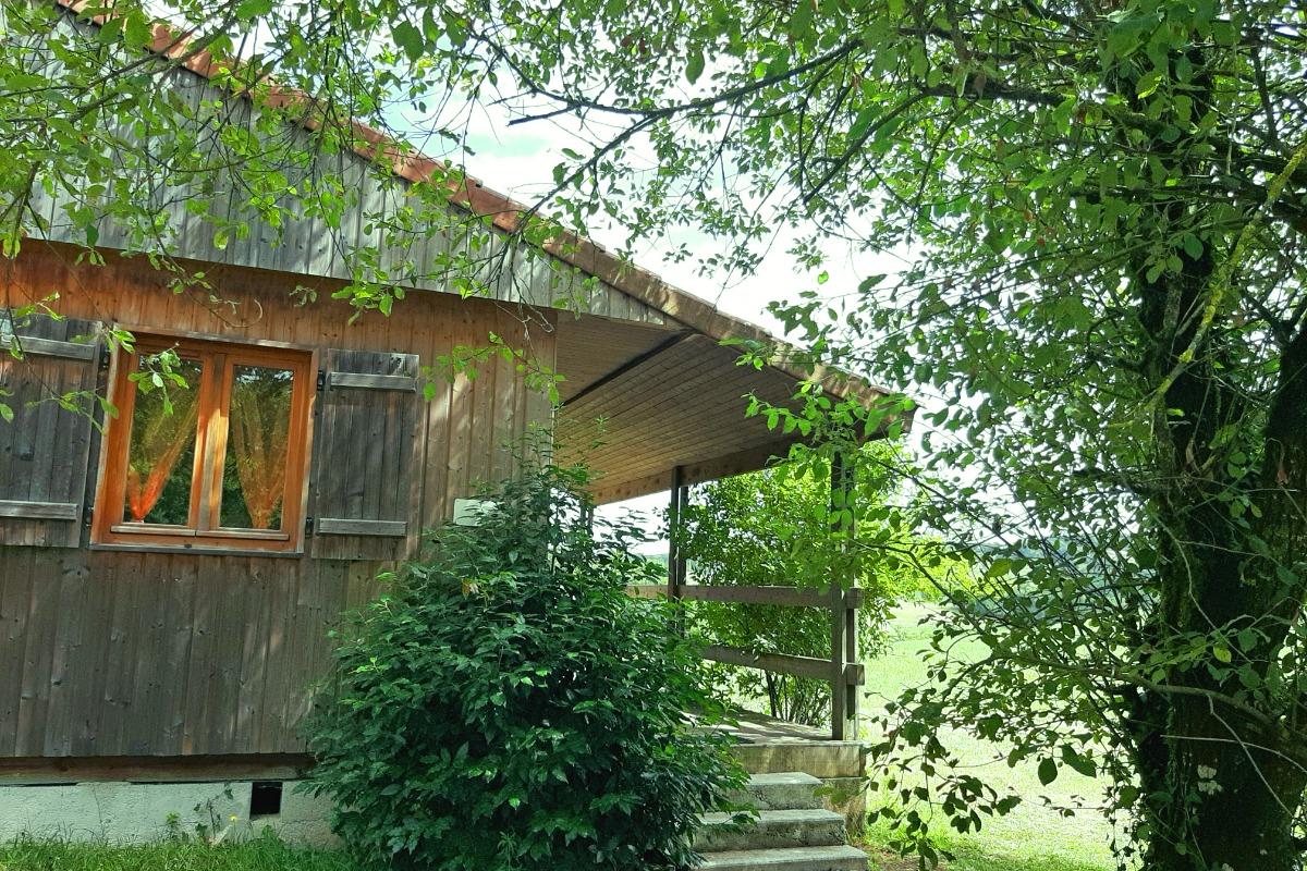 vue chalet accueil avec piscine - Location de vacances - Junhac