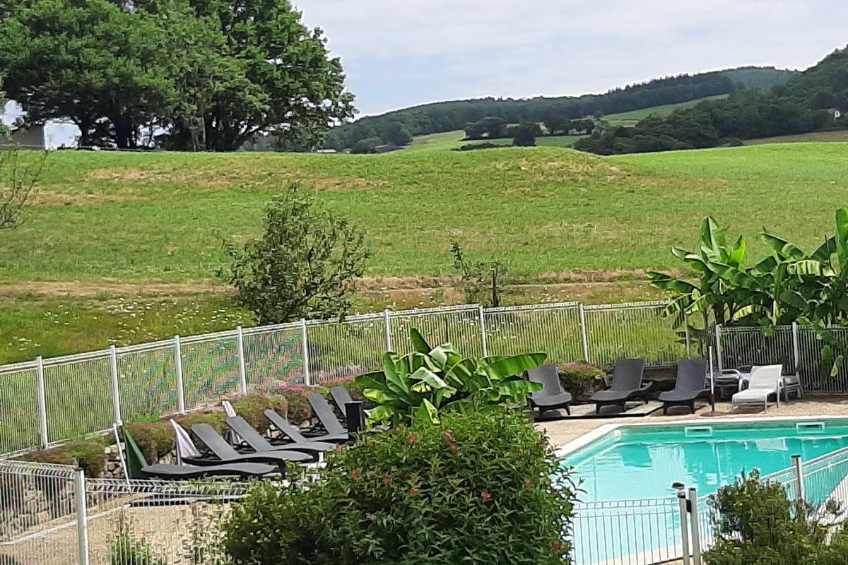 vue chalets avec piscine chauffée - Location de vacances - Junhac