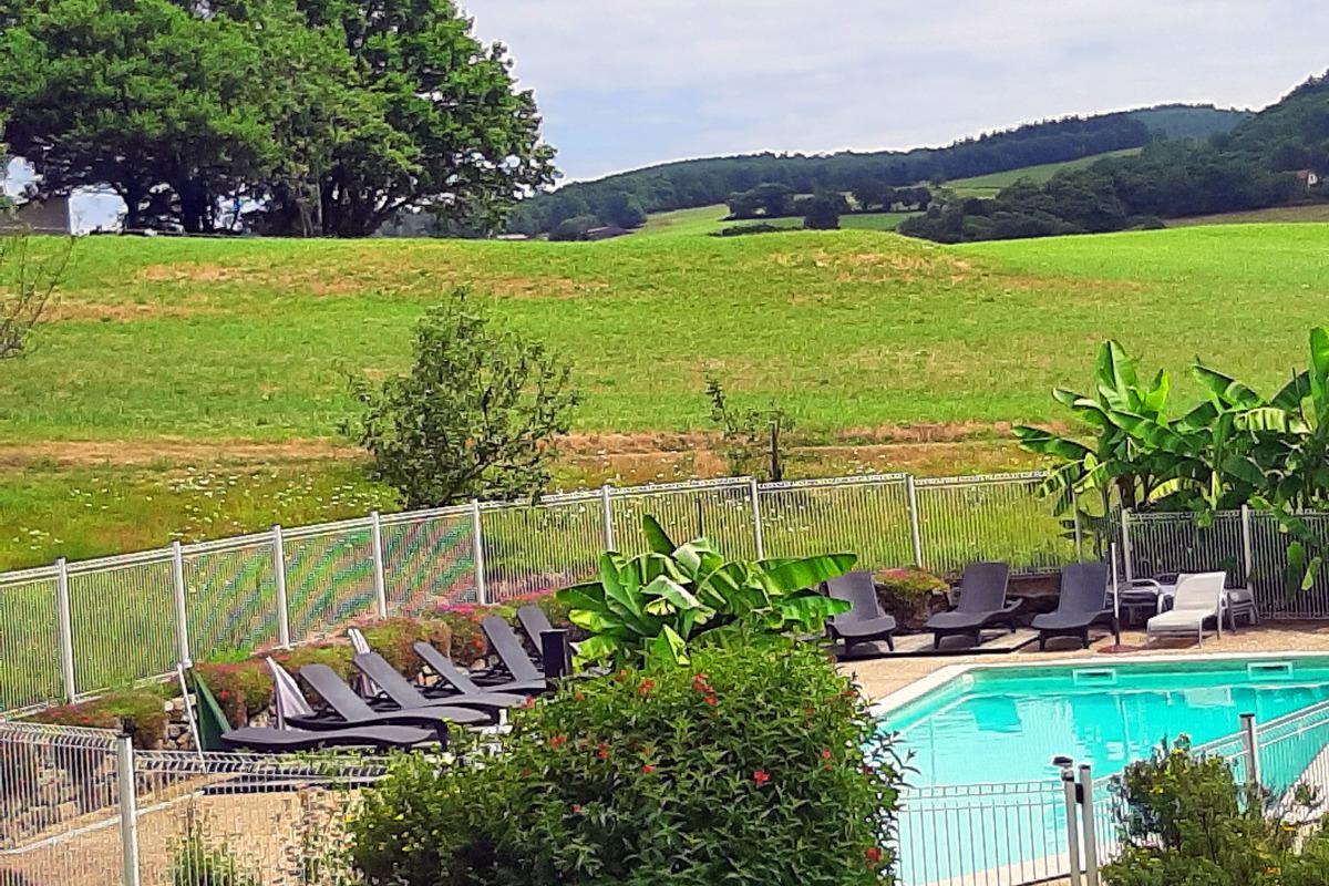 vue piscine panoramique - Location de vacances - Junhac