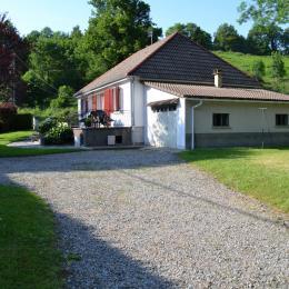 Vue principale de la maison et Enclos - Location de vacances - Marmanhac