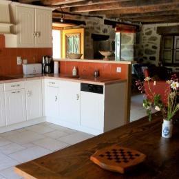 La table ancienne et ses bancs - Location de vacances - Jou-sous-Monjou
