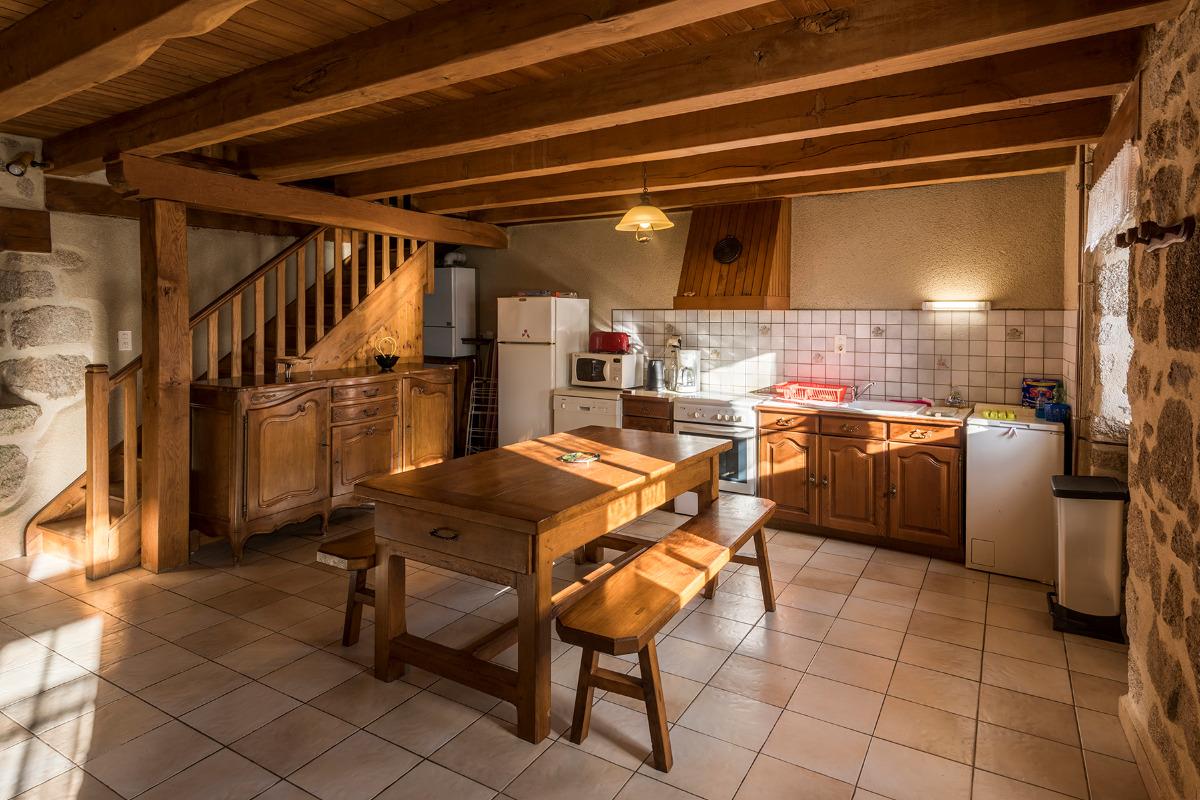 Coin cuisine - ©Dorian Loubière - Location de vacances - Labesserette