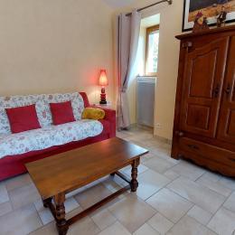 Vue sur le salon de la cuisine - Location de vacances - Saint-Julien-de-Toursac