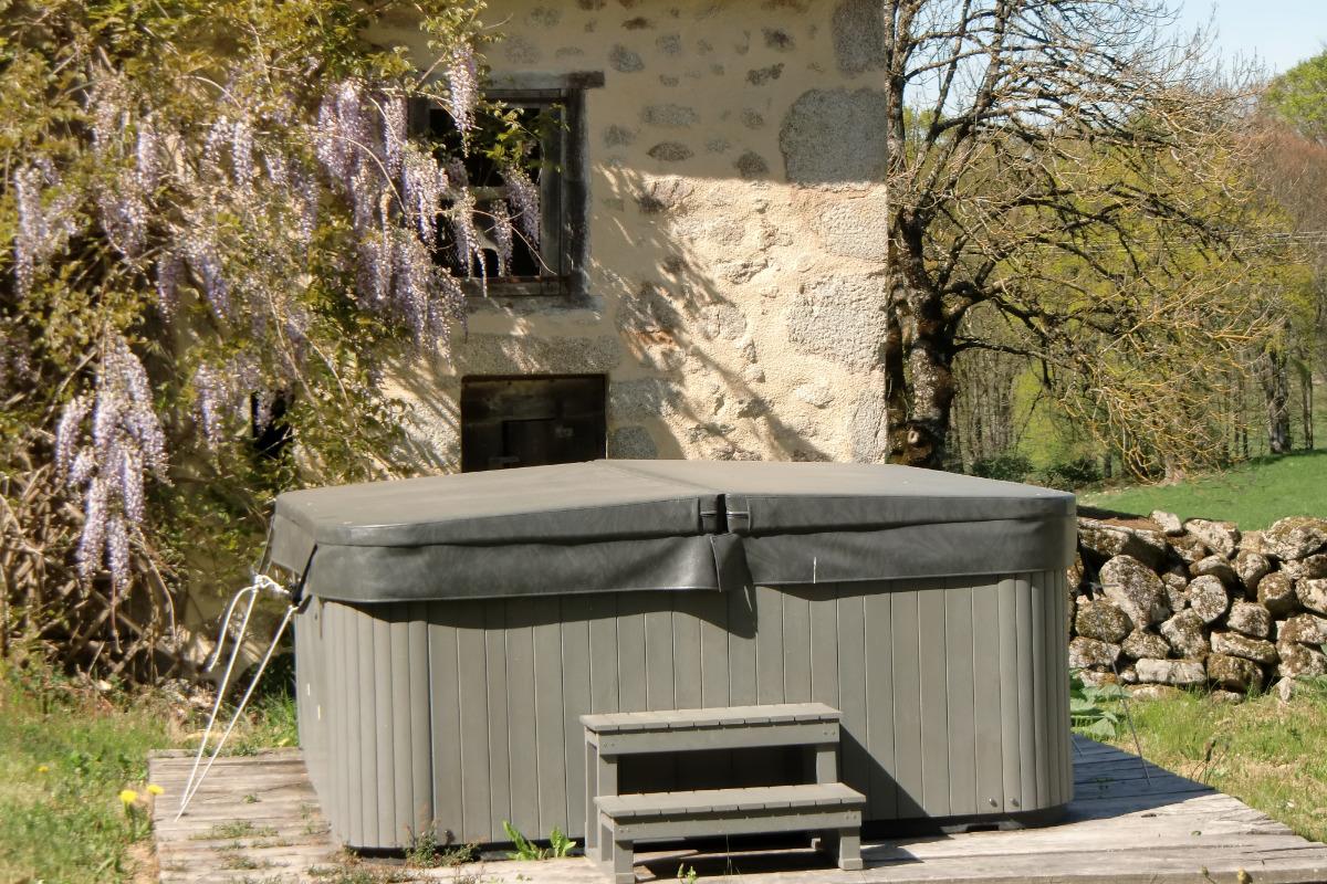 bien être jacuzzi 35° - Location de vacances - Roumégoux