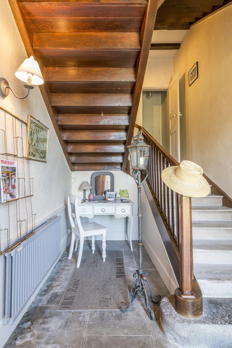 une belle entrée vous souhaite la bienvenue à la Grange de Juliette - Location de vacances - Jussac