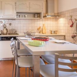 cuisine esprit campagne tout confort, où l'on prépare les plats régionaux - Location de vacances - Jussac