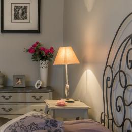 chambre aux tonalités grises inspire la sérénité avec salle de bain - Location de vacances - Jussac