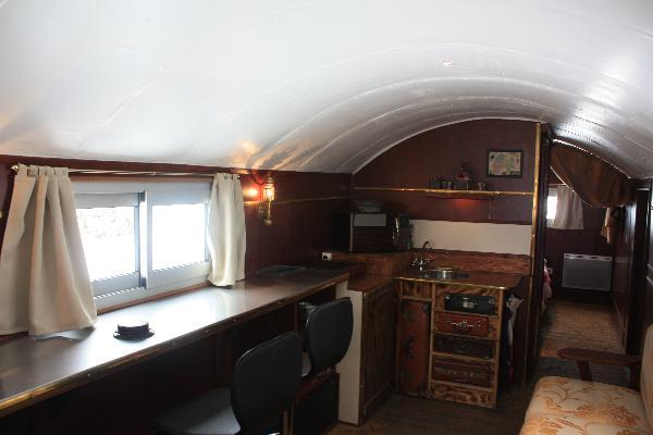 Pièce de vie avec coin cuisine - Location de vacances - Landeyrat