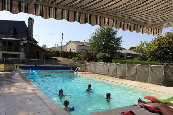 la piscine - Location de vacances - Calvinet