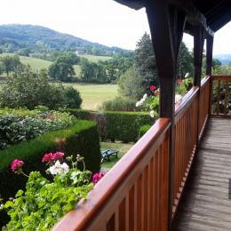 sur le balcon superbe vue panoramique - Location de vacances - Raulhac