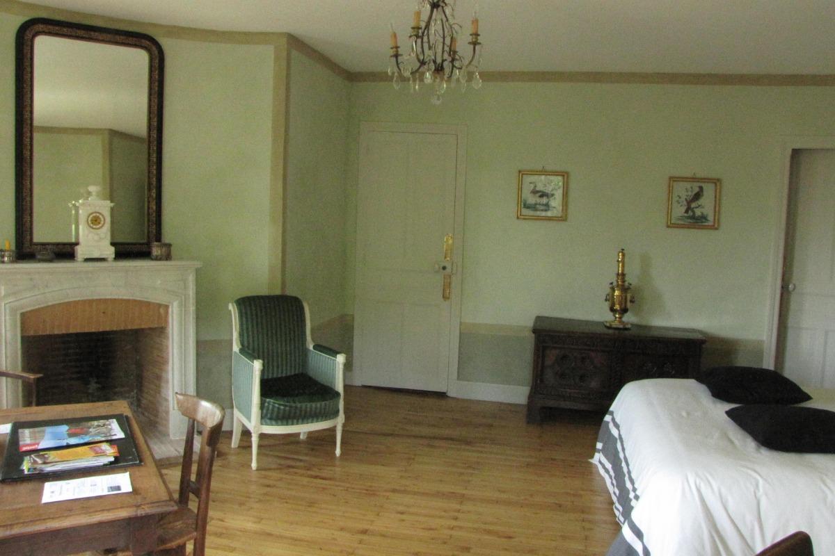 suite de la tour au 1er étage de la tour ronde - Chambre d'hôtes - Vic-sur-Cère