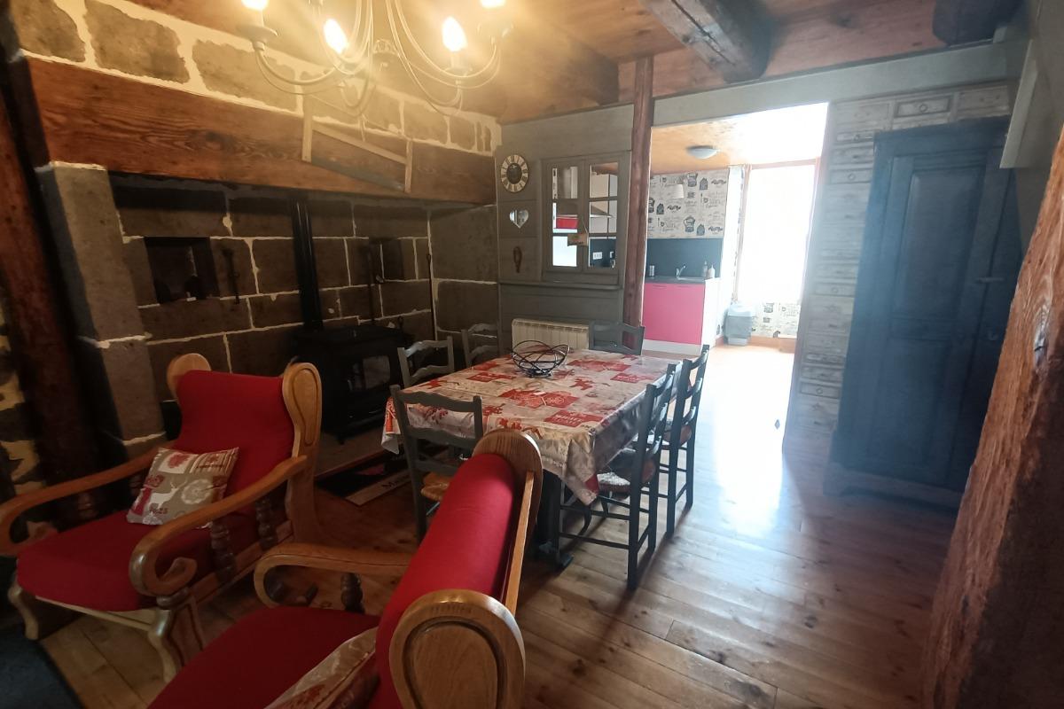 LE SALON - Location de vacances - Albepierre-Bredons