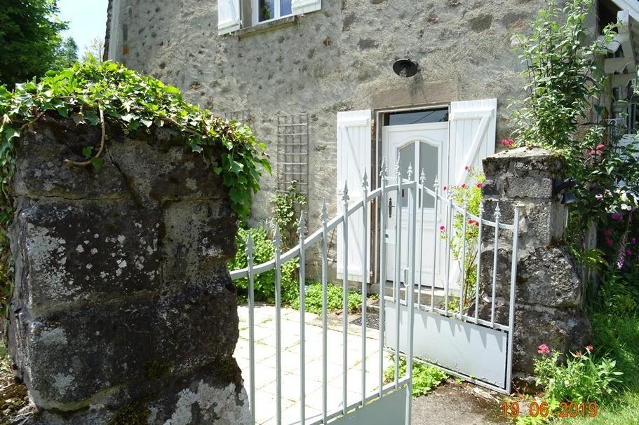 votre entrée - Location de vacances - Saint-Cirgues-de-Malbert