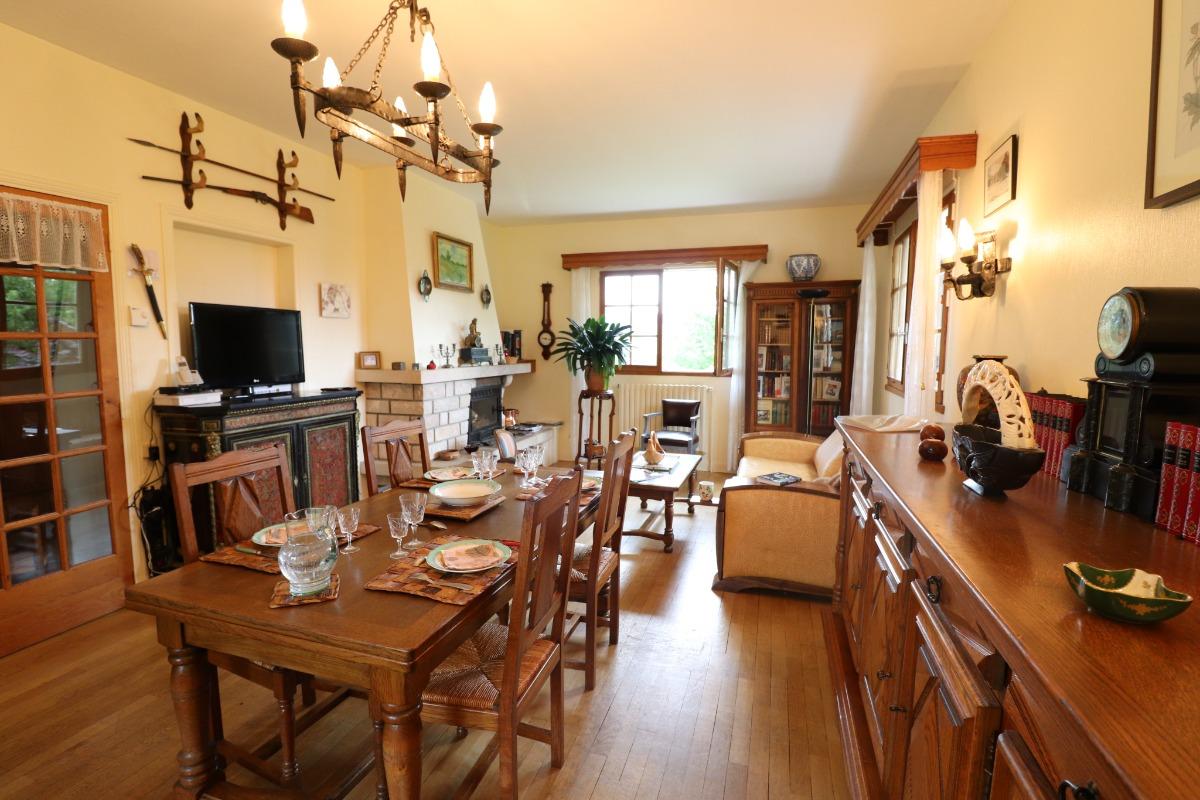 Salle à manger, salon avec cheminée et insert - Location de vacances - Puycapel