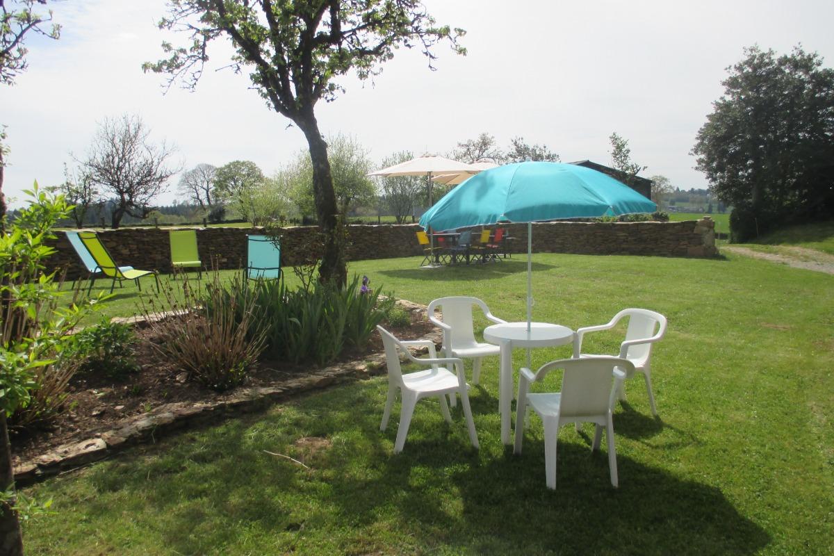la cuisine/ repas - Location de vacances - Saint-Mamet-la-Salvetat