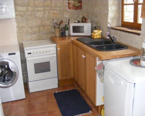 La cuisine - Saint-Amant-de-Boixe - Location de vacances - Saint-Amant-de-Boixe